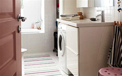 lavadora dentro del bano