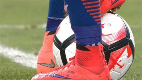 alexis sanchez zapatos de futbol los zapatos de alexis que el delantero regalar 225 esta