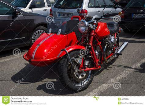 Motorrad Mit Beiwagen Berlin by Motorrad Mit Beiwagen Moto Guzzi V7 Redaktionelles Bild
