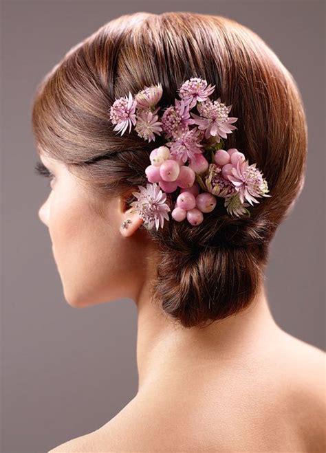 Hochzeitsfrisur Geflochten Blumen by Brautfrisur Mit Blumen Bilder Madame De