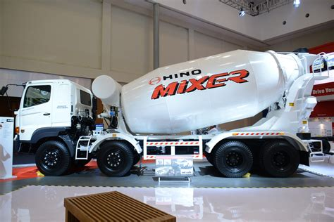 Mixer Terbaru hino rilis truk mixer terbaru truckmagz truck magazine