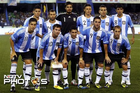 argentina football team messi magic argentina beat photo gallery
