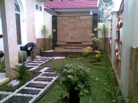 desain taman depan rumah dengan air mancur 75 desain taman belakang rumah minimalis klasik