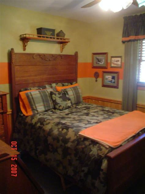 boys camo bedroom need to add orange to the big boy s room camo room for