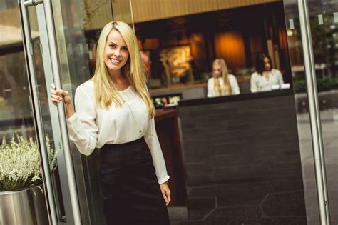 4 things i ve learned as a restaurant hostess