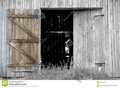 libro open the barn door open barn door stock image image of barns farm barn 8744403