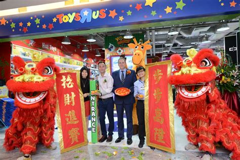 toys r us singapore new year opening hours newly reved toys r us 174 paragon store promises multi