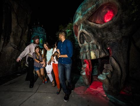 Busch Gardens Haunted House by What To Expect Howl O Scream 2016 At Busch Gardens