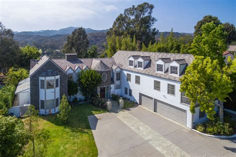 tom hanks house tom hanks sells a pair of pacific palisades homes for 17 5m dailydeeds may 2017