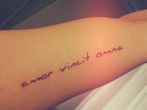 amor tattoo vincit omnia rib