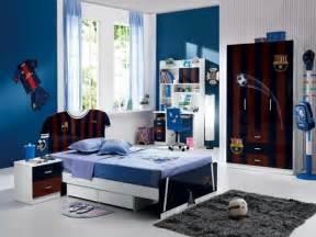 Ordinaire Couleur De Chambre Garcon #5: 3deco-chambre-garcon-pour-un-petit-amateur-du-football-peinture-chambre-enfant-en-blanc-et-bleu.jpg