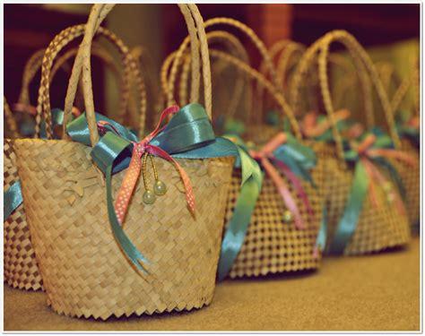 wedding door gifts  wedding tales mimie adam