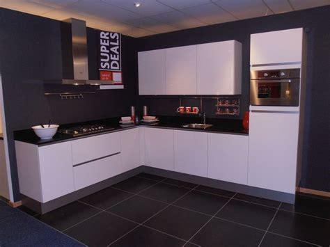 Home Design With Budget showroomkeukens alle showroomkeuken aanbiedingen uit