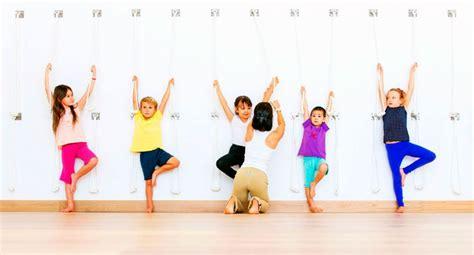 imagenes de niños haciendo yoga los beneficios del yoga para ni 241 os maternidadfacil