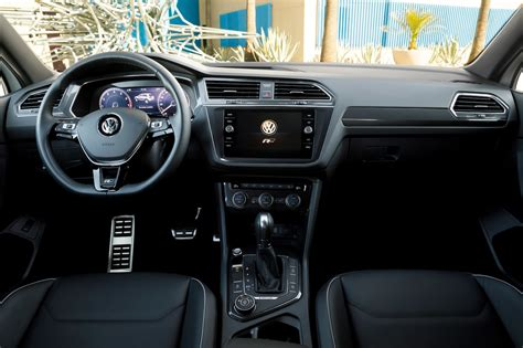 volkswagen tiguan 2018 interior 2018 volkswagen tiguan r line interior motor trend