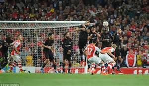 Alexis Sanchez Kicking | arsenal 1 0 besiktas agg 1 0 alexis sanchez scores the