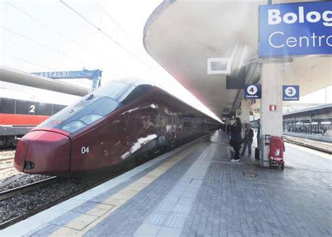 binario italo porta garibaldi italo arriva sotto le due torri i passeggeri quot coccolati