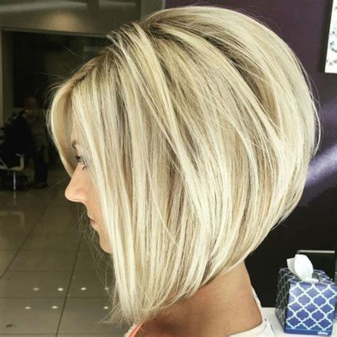 Carré plongeant long : carré plongeant sur cheveux blonds