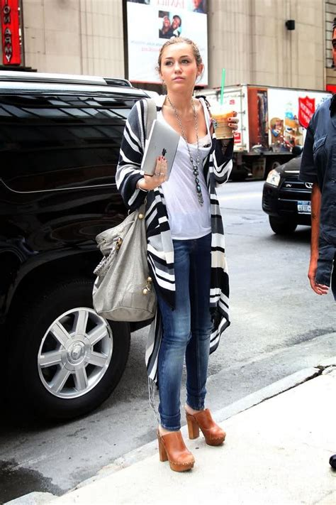 Simple Fashion Jeans And Shirt