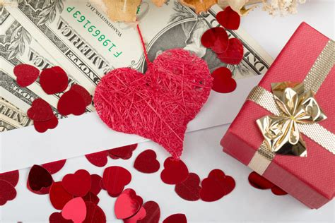valentines gifts on a budget inexpensive gifts ideas on a budget petal talk