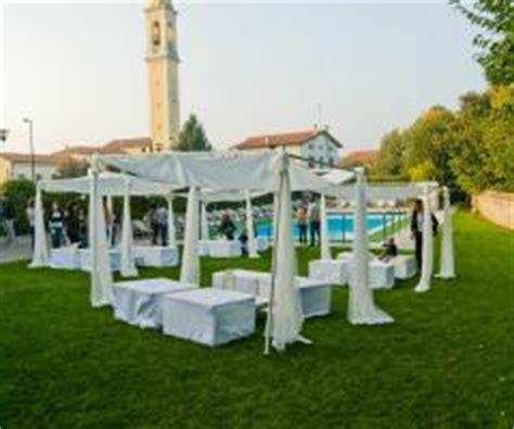 gazebi bianchi allestimento con gazebi bianchi per il matrimonio in