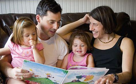 imagenes de la familia leyendo fomentar la lectura en los ni 241 os mis clases en casa