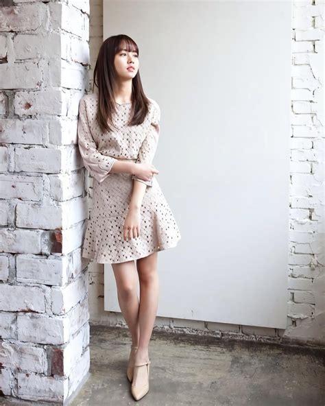 Simple Midi Dress Pita Lepas Biru 10 gaya so hyun pakai dress yang bisa kamu tiru