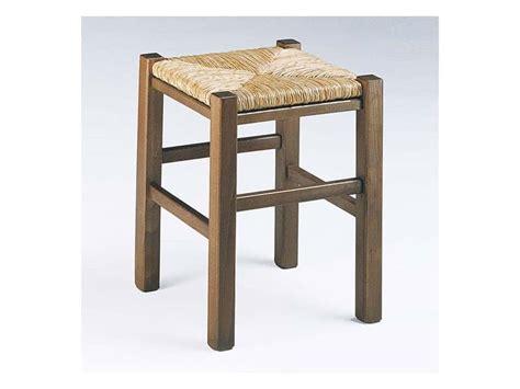 sgabelli rustici sgabello rustico quadrato con seduta in paglia per