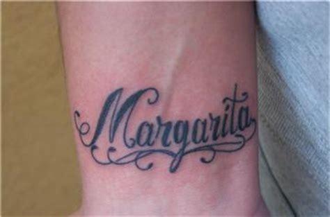 tattoo finger schmerzen dieh 252 bschevonoben name meiner tochter tattoos von
