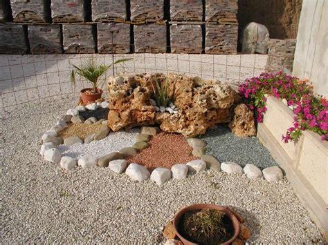 giardini con ciottoli bianchi aiuole con ciottoli bianchi recintato giardino verde con