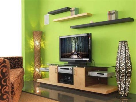 ديكورات خلف التلفزيون جدار لونه تفاحي المرسال