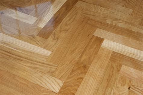 deluxe semi glossy zig zag solid wood parquet flooring