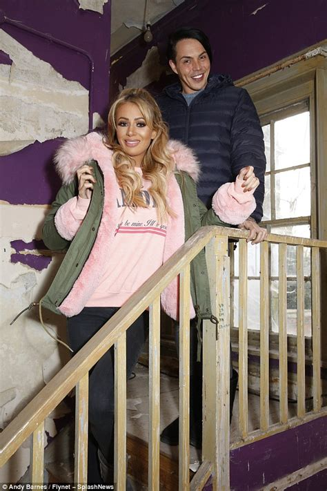 celebrity ghost hunt olivia attwood olivia attwood and holly hagan scream on celebrity ghost