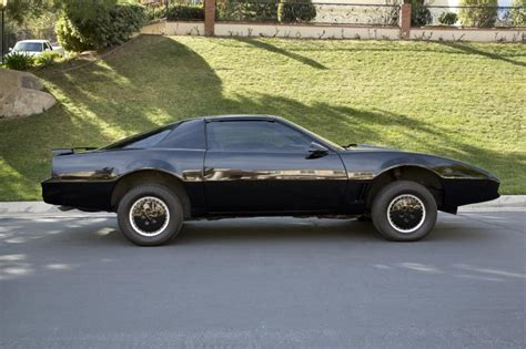 Here?s Your Chance To Buy The Knight Rider KITT From 'The Hoff' Himself Carhoots
