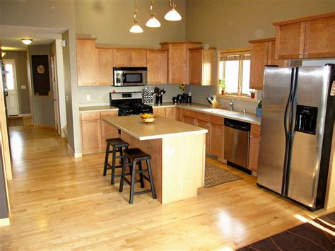 cabinets to go flooring what color hardwood floors go with maple cabinets