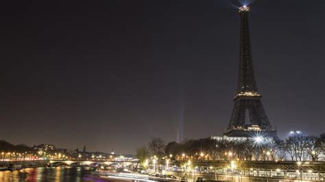 eiffelturm beleuchtung zeichen f 252 r aleppo schaltet eiffelturm beleuchtung ab