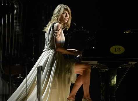 taylor swift all too well piano taylor swift performs all too well with piano at grammys