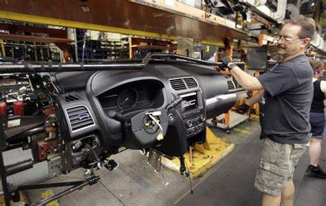 Ford Chicago Assembly Plant Ford Plans 900m Investment 200 More At Chicago