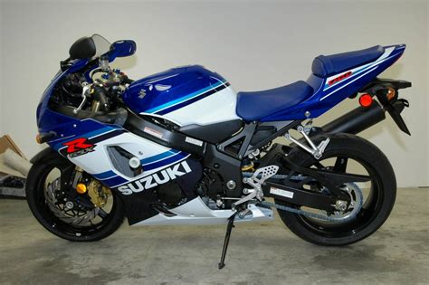 Suzuki R1 99 Yamaha R1 And 05 Suzuki Gsx R 750 Le Two Great Icons