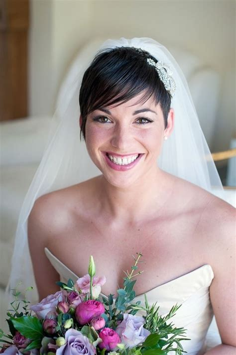 brunette bride hairstyles 10 brides with short hair show you how it s done mywedding