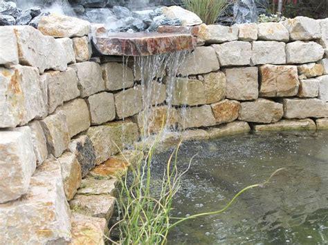 garten material kaufen garten wasserfall trockenmauer naturstein gartenideen