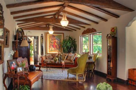 Délicieux Idee Salon Salle A Manger #7: Intérieur-maison-style-colonial-idée-décoration-salle-bois.jpg