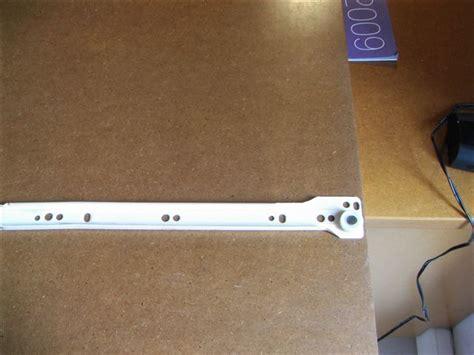 rails tiroirs help pour pose rails sous tiroirs