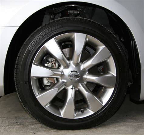 file front tire and 18 inch wheel of 2004 2007 nissan fuga
