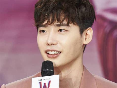 film yg dibintangi lee jong suk resmi gabung di yg entertainment ini kata lee jong suk