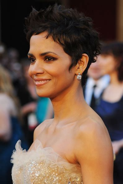Halle Berry Hairstyles 2011 by Carlos Beltran Halle Berry 2011 Pics