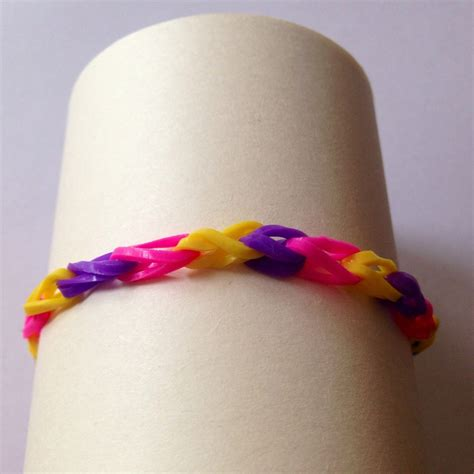 Loom bracelet instructions, how to make a loom bracelet, elastic band bracelet, loom, loom for