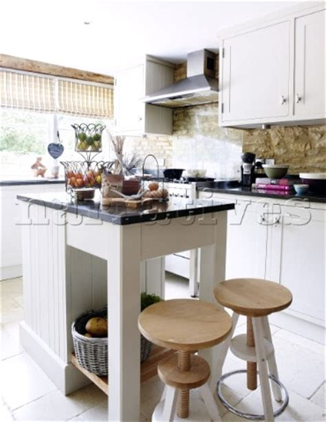 Kitchen Island Stools Uk by Bd133 15 Wooden Stools At Kitchen Island In Kitchen O
