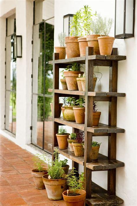 Diy Garden Shelf by Best 25 Outdoor Shelves Ideas On Bookshelf