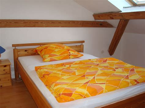 schlafzimmer unterm dach ferienwohnung hus klaar kimming wohnung twee hallig